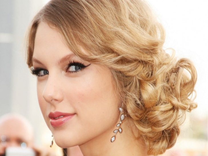 taylor swift messy wedding hairstyle