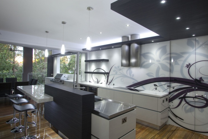 Lavish Kitchen with Designed Wall