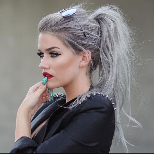 High Trendy Messy Pony