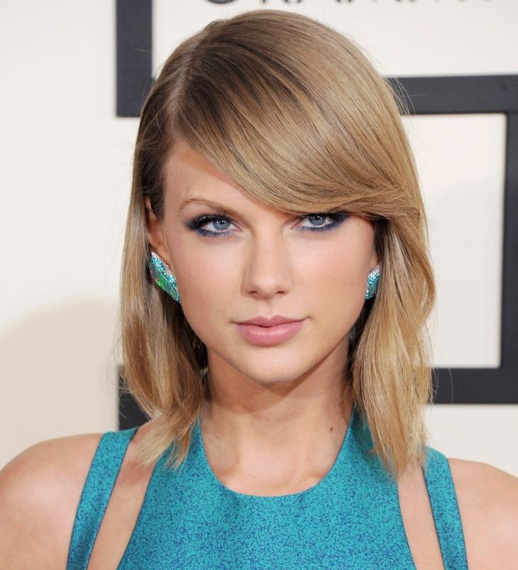 Taylor Swift Blue Eye Makeup