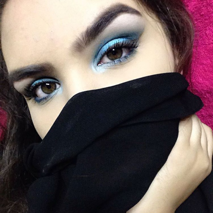 attractive big blue makeup