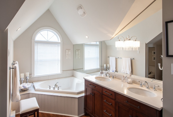 Traditional Bathroom with Vanity Light Idea