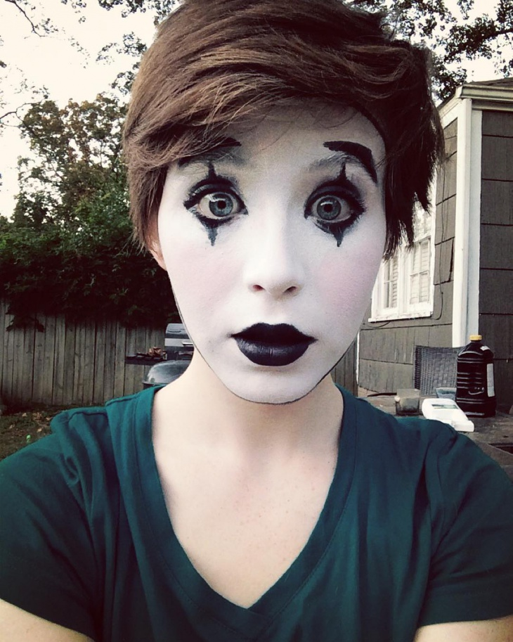 Fancy Mime Makeup Design
