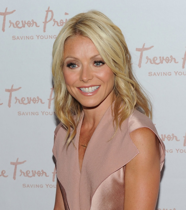 Kelly Ripa Blonde Hairstyle Idea