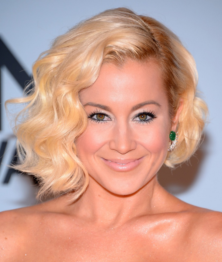 Kellie Pickler Side Parted Hairstyle