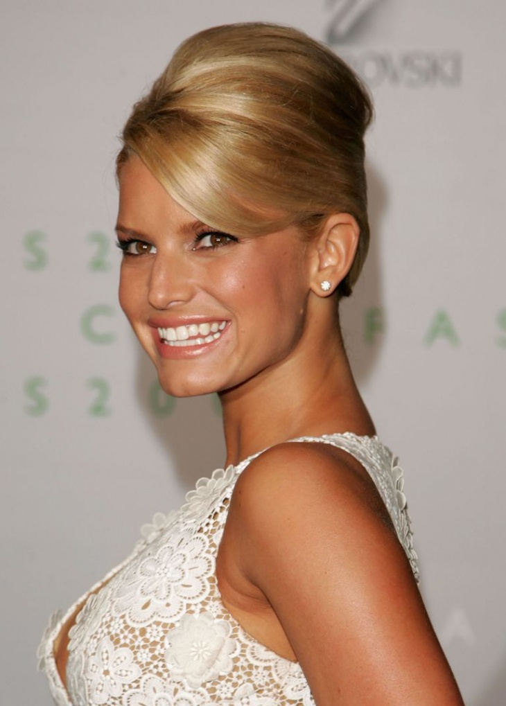 beehive hairstyle of jessica simpson