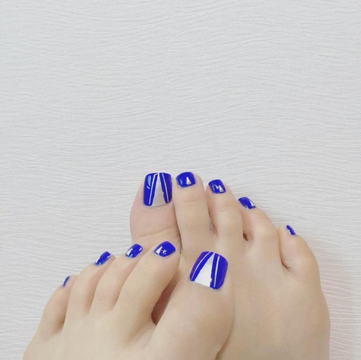blue shellac gel nail design
