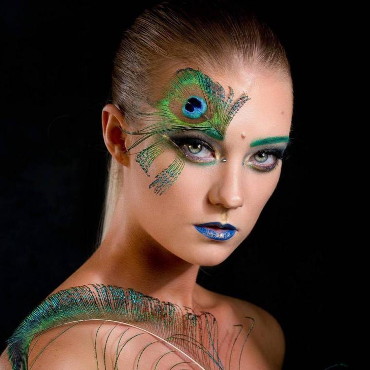 Stylish Peacock Makeup