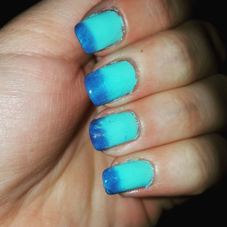 Blue Gradient Nail Art