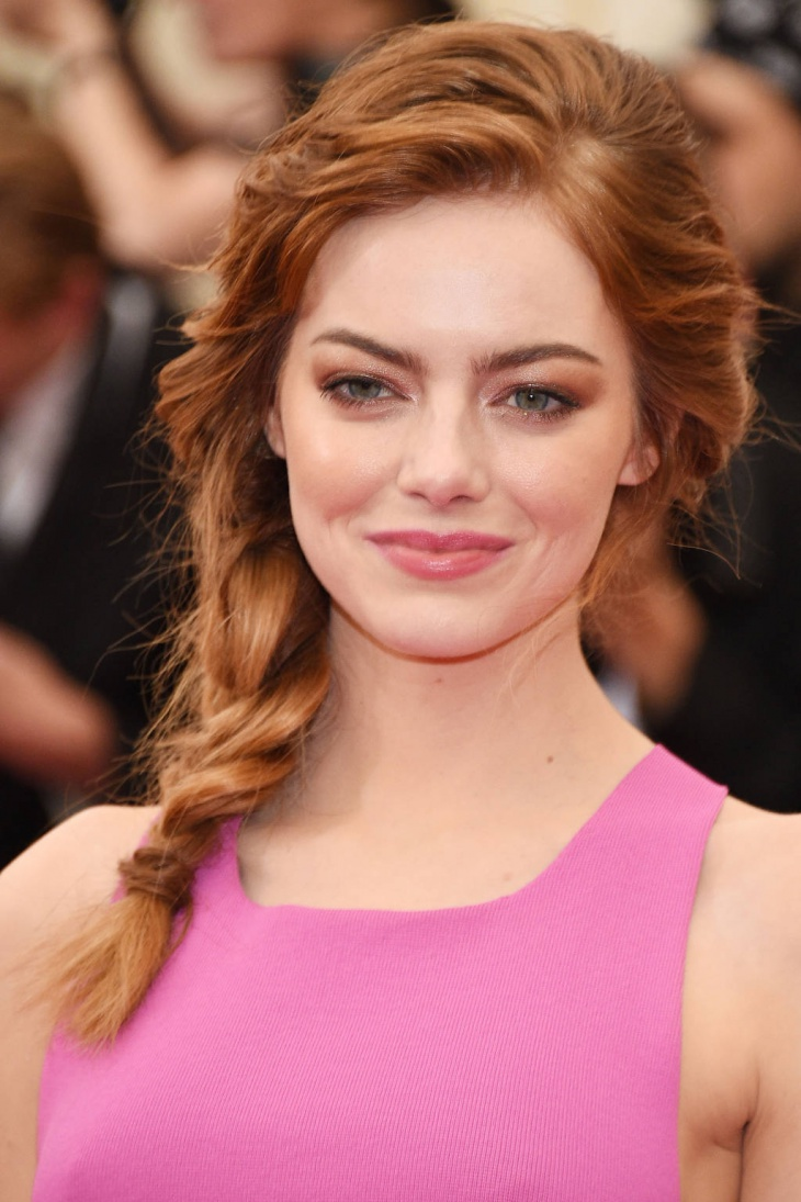 emma stone messy side braid hairstyle