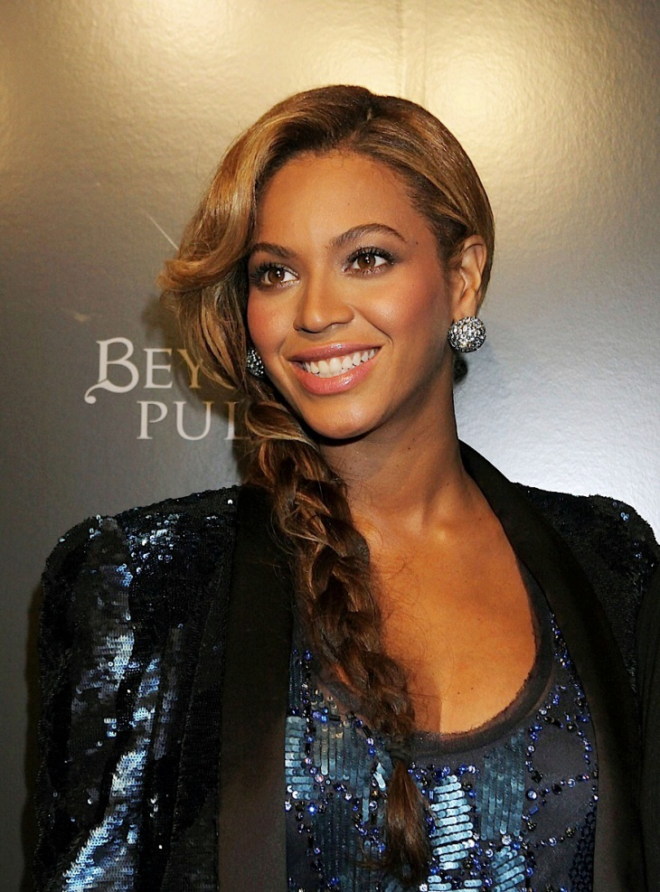 beyonce side braid with bangs