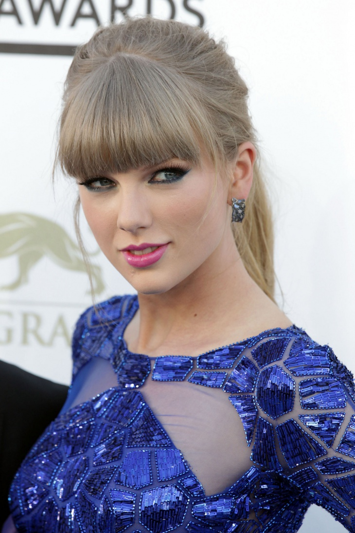 Taylor Swift Blue Eyes Makeup Idea