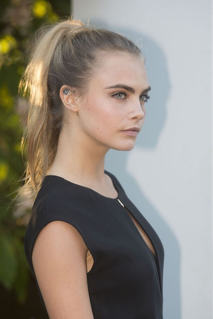 cara delevingne high ponytail hairstyle1