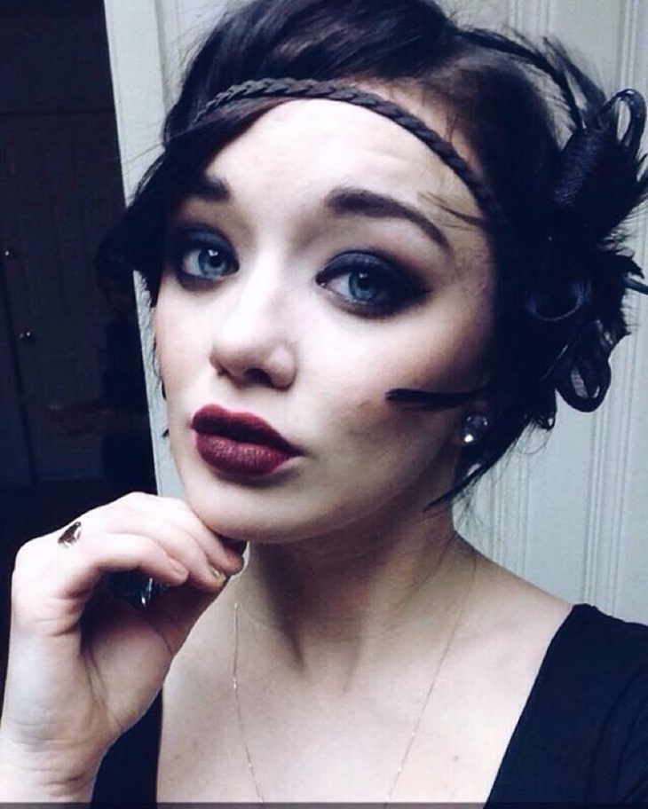 Flapper Makeup With Headband