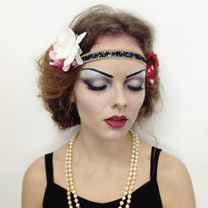 Black and White Makeup with Retro Hairstyle