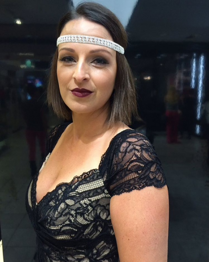 Flapper Makeup with White Headband