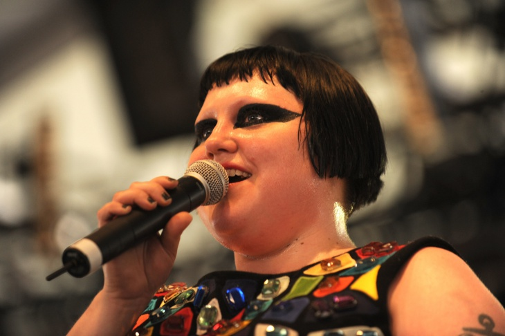 beth ditto black eye makeup design