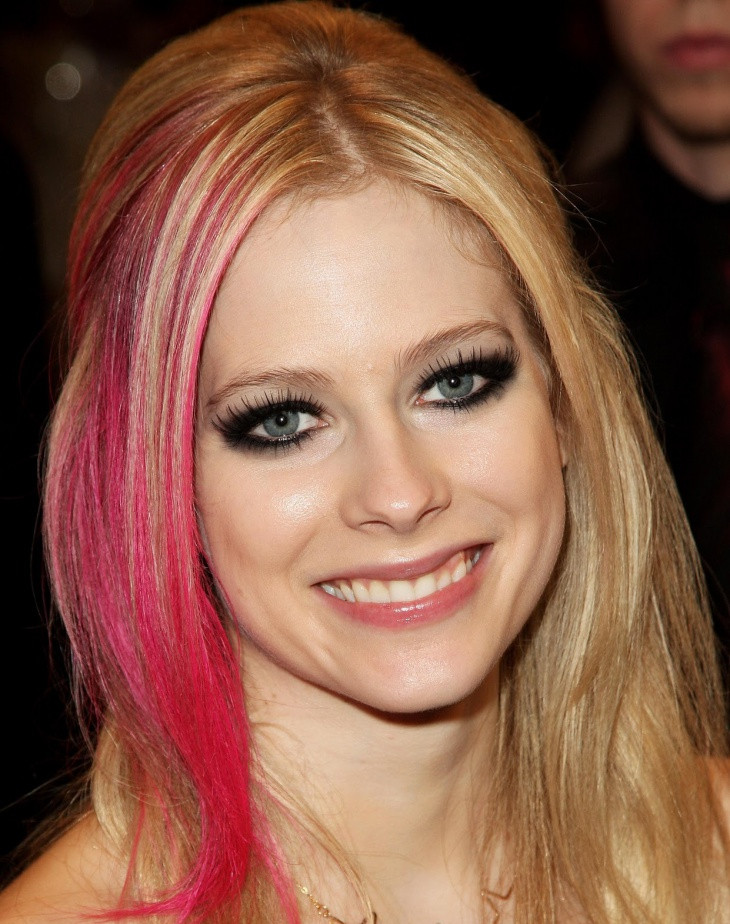 avril lavigne cat eye makeup1