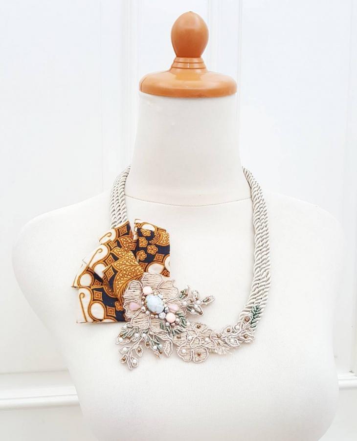 lace wedding necklace design