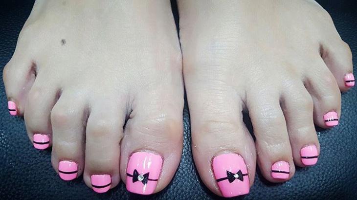 Tuxedo Toe Nail Art Idea
