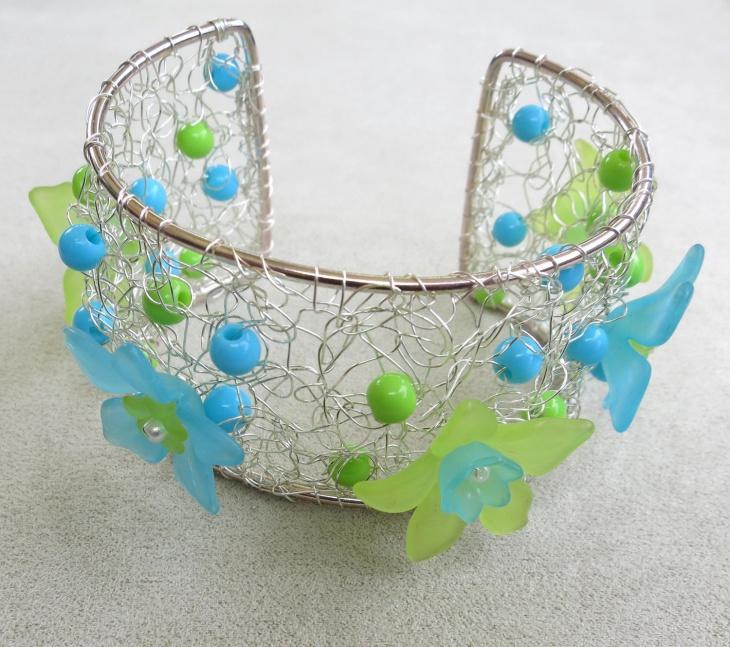 Trendy Crochet Wire Cuff Design