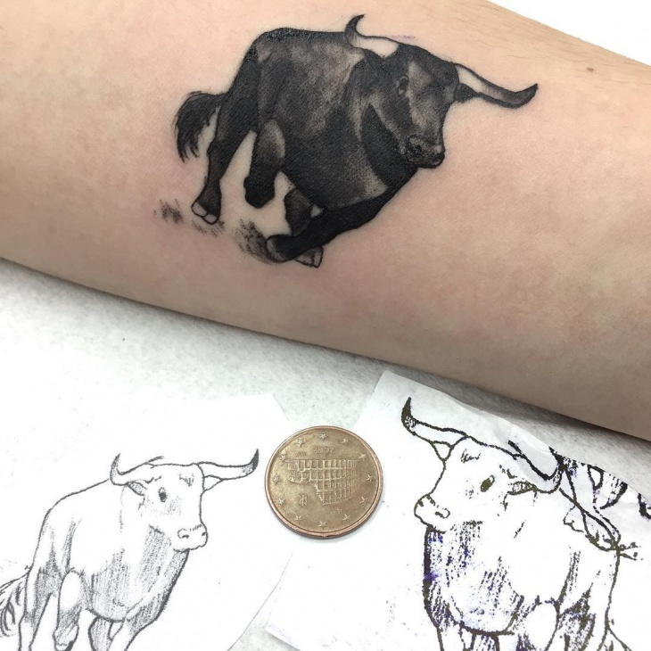 realistic bull tattoo on hand