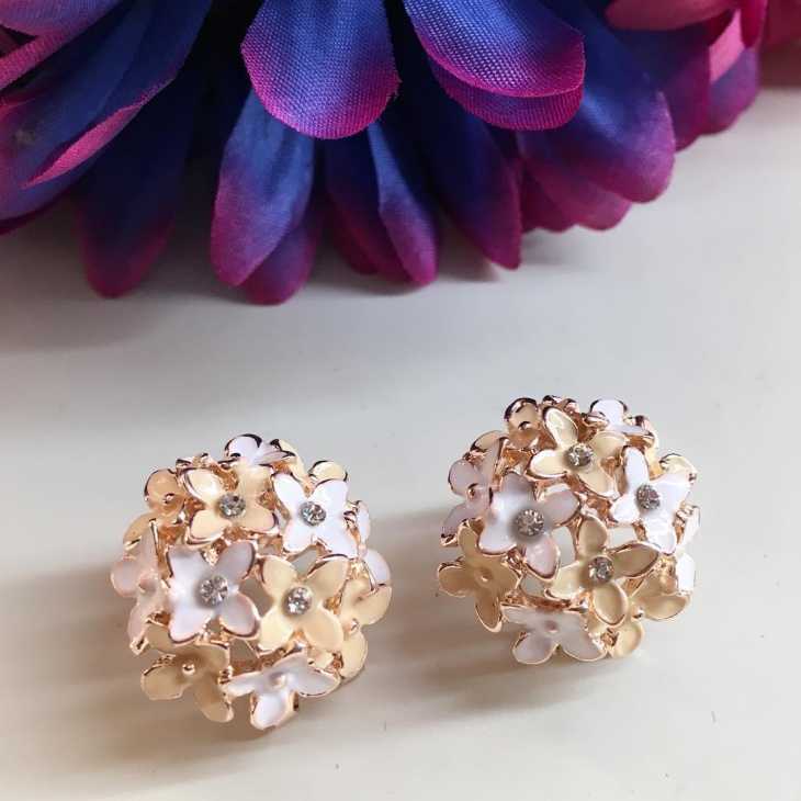 Pretty Flower Design Wedding Earrings