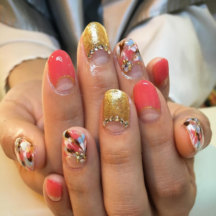 Gold Glitter Nail Art Idea