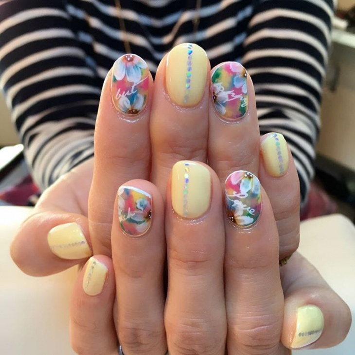 Beautiful Nail Art for Round Nails