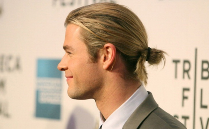chris hemsworth man bun