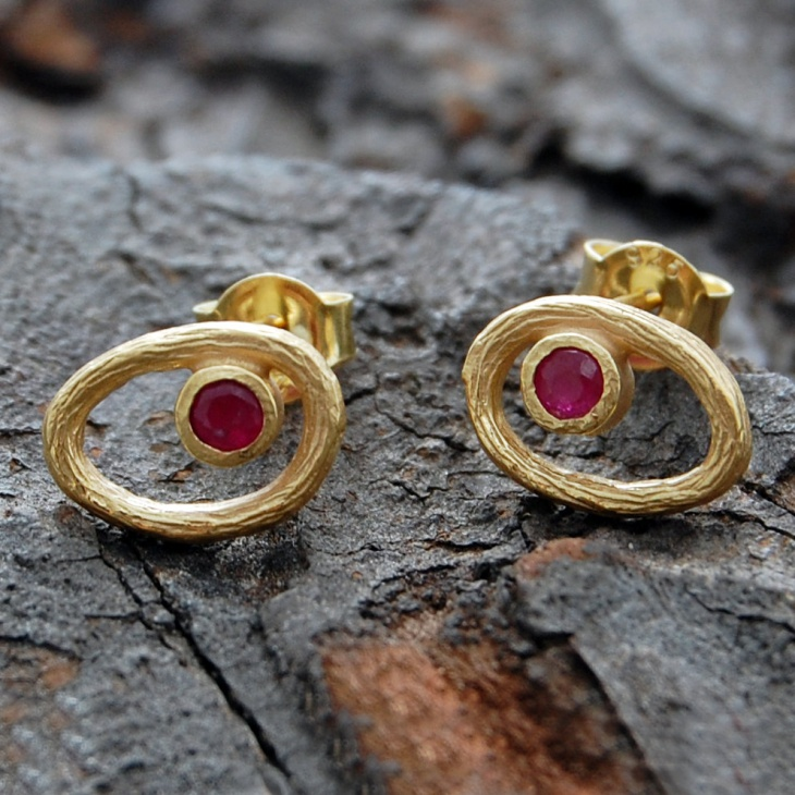 simple single stone ruby studs