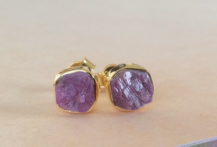 purple color cushion stud earrings