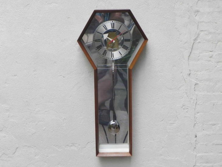 Awesome Pendulum Wall Clock