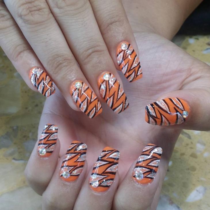 leafy pattern nail art