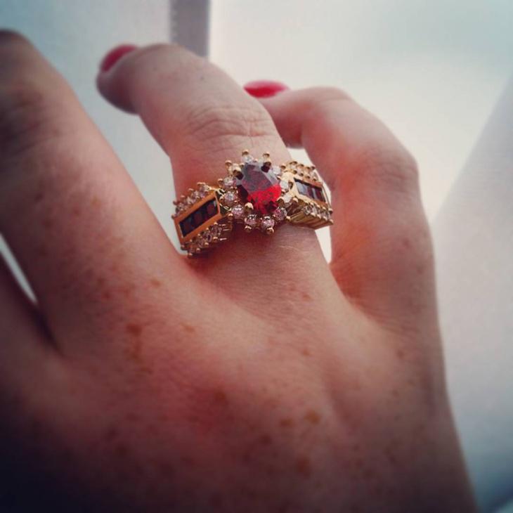 pretty gold ruby ring