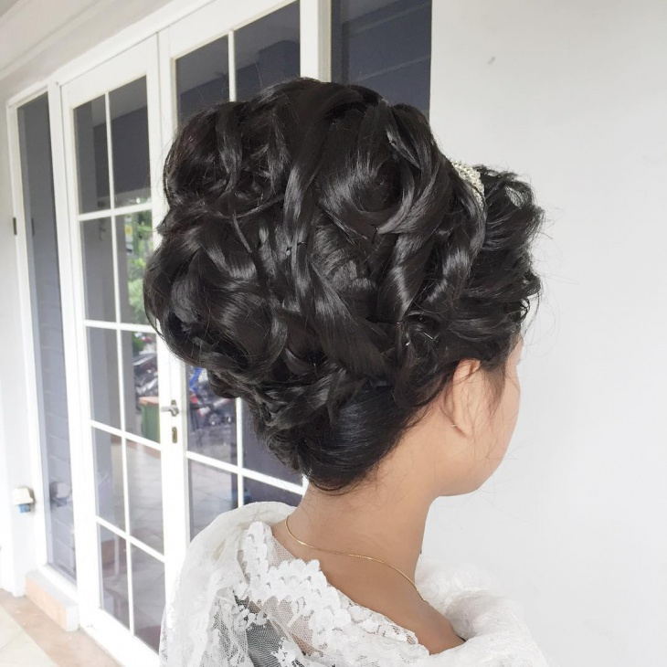 Bridal Bouffant Haircut Design