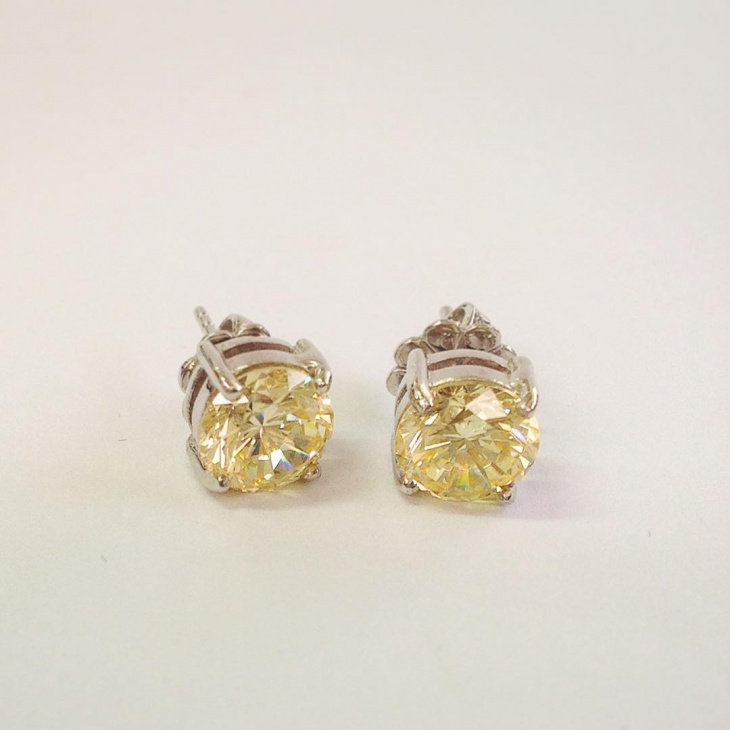 diamond ear studs design