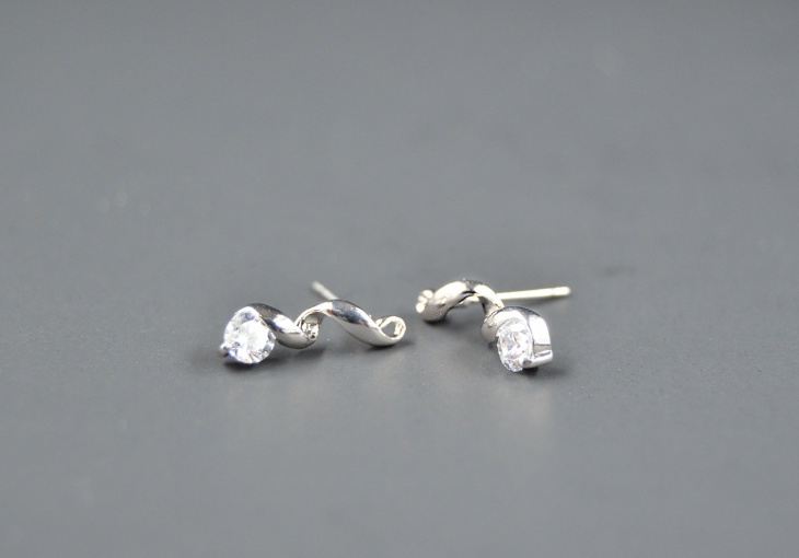 stainless steel solitaire earrings