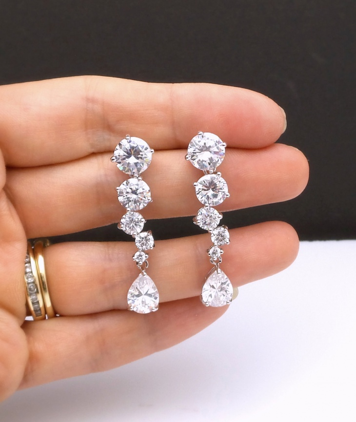 round cut diamond earrings idea