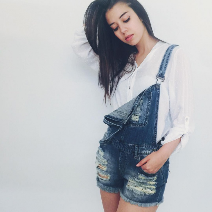 stylish dungaree short design
