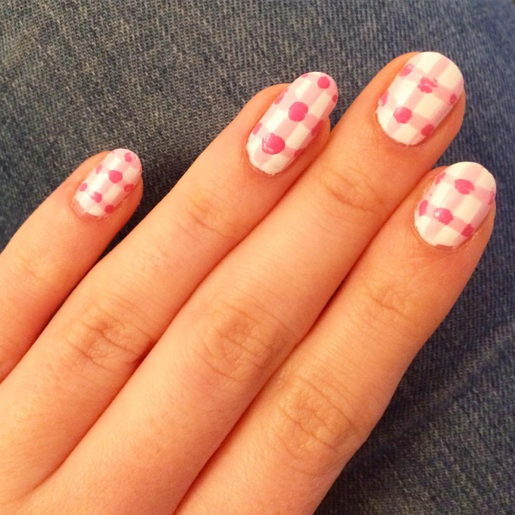 Chic Pink Gingham Nails