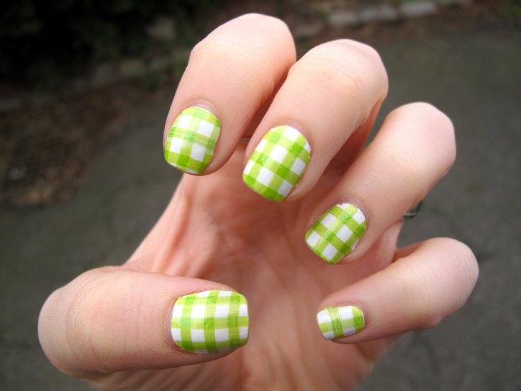 Gingham Gel Nail Design