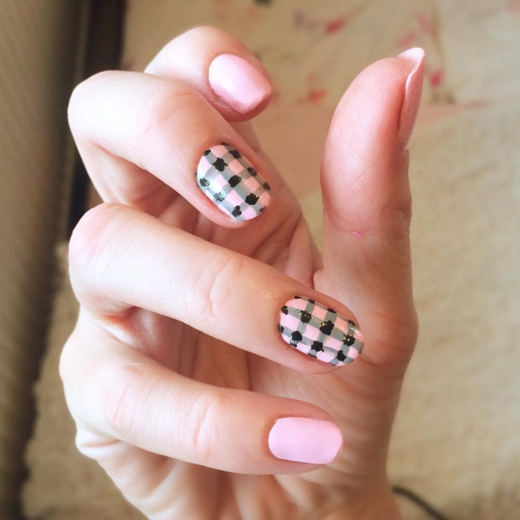 Acrylic Gingham Nails Idea