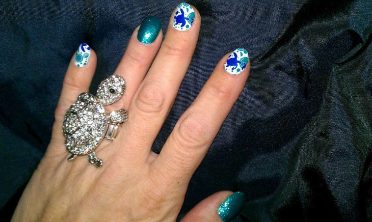 blue turtle nail design