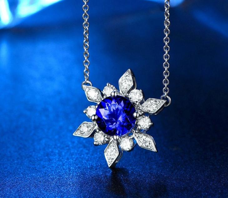 white gold snowflake pendant