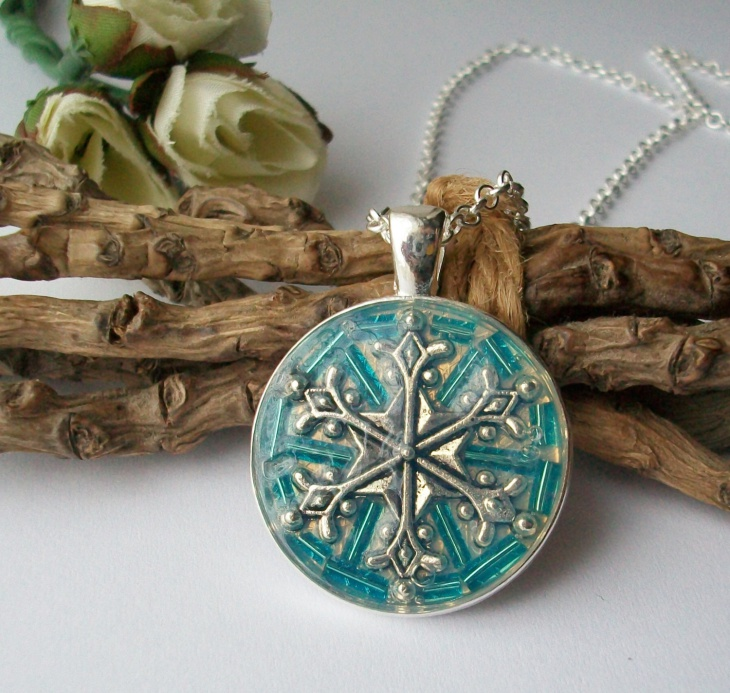 Glass Snowflake Pendant