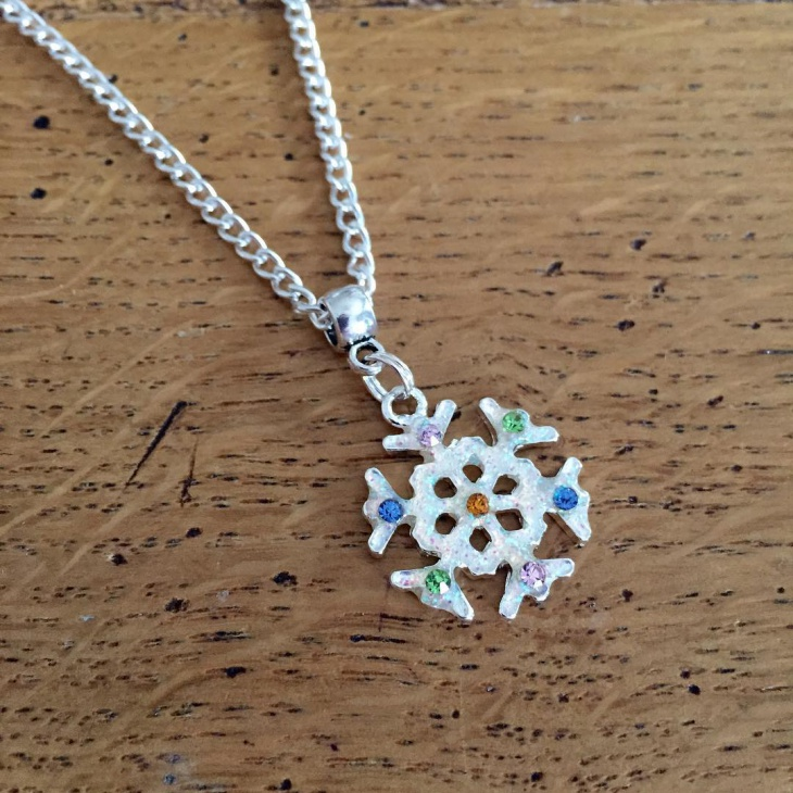 beautiful snowflake pendant necklace