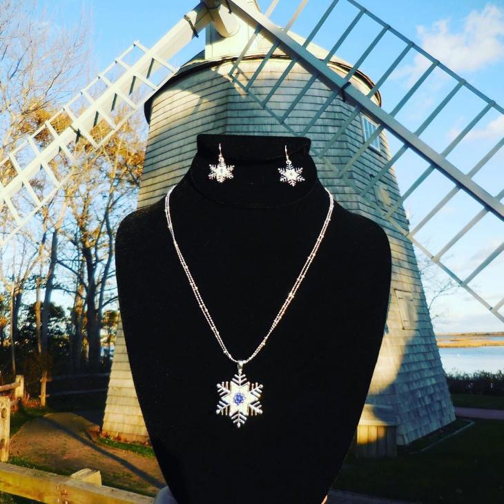 Fashionable Snowflake Earring and Pendant Idea