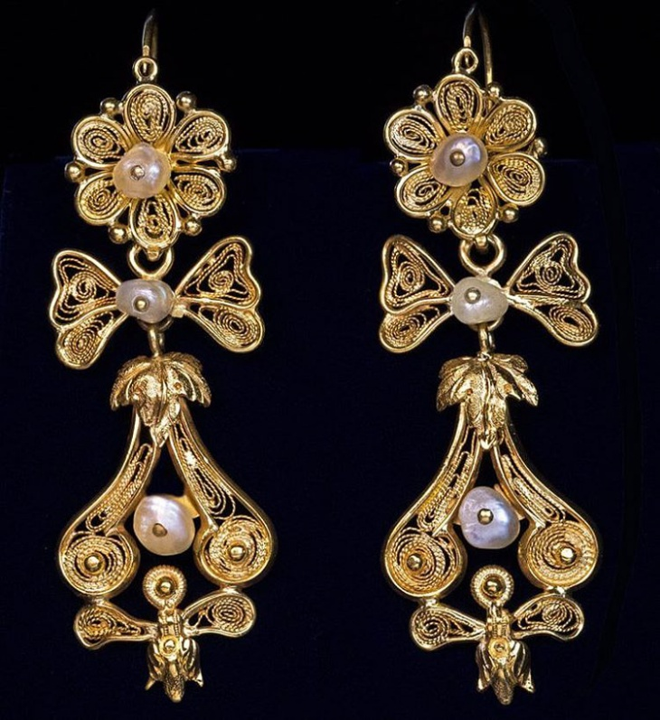 Antique Style Gold Earrings