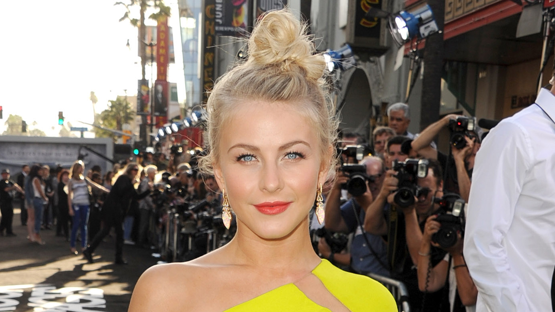Julianne Hough's Loose Top Knot